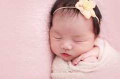 3 reasons why you should hire lookylooky photo studio for the photography session of your newborn