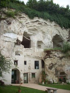 1000 images about troglodyte on pinterest frances o 39 connor loire vall - Maison troglodyte angers ...
