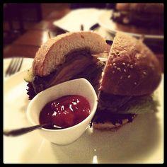 Ма, сегодня ел бургер в Мокко, не маленький но и не самый большой что я ел!