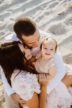 8 tips for the perfect family photos! - Mint Arrow #mintarrow #family #familyphotos #beachphotos #beachphotoshoot #familypictures #familyphotoshoots #outfits #coordinatingoutfits #familyphototips