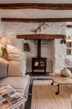 October Cottage in Cornwall UK Found this lovely cottage on Unique Home Stays. Talk about a cottage fantasy! This cottage is for rent and located in the hamlet of Rilla Mill, North Cornwall, UK. What a beautiful spot and love… Cottage Living Rooms, Cottage Homes, Cottage Rugs, Wood Cottage, Farm Cottage, Country Cottage Interiors, Cotswold Cottage Interior, Irish Cottage Decor, Country Cottages