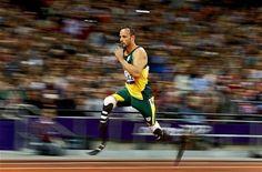 El surafricano Oscar Pistorius, primer atleta amputado de las dos piernas, tras participar en unos Juegos Olímpicos el mes... Oscar Pistorius, Blade Runner, Running, Sports, Athlete, London, Legs, Games, Hs Sports