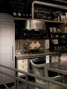 La decoración vintage e industrial de Dialma Brown / kitchen decor ideas /