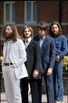 BECAUSE - From Abbey Road in featuring the amazing voices of John Lennon, Paul McCartney, and George Harrison singing in beautiful harmony. Foto Beatles, Les Beatles, Beatles Photos, Paul Mccartney, Abbey Road, Ringo Starr, George Harrison, Pop Rock, Rock And Roll