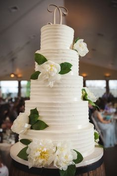 Tall tiered cake: http://www.stylemepretty.com/tennessee-weddings/knoxville/2015/07/01/rustic-spring-wedding-at-hunter-valley-farm/ | Photography: JoPhoto - http://www.jophotoonline.com/