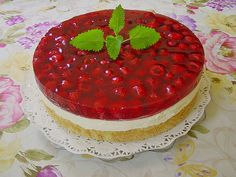 Frische Himbeertorte mit Schmand Fresh raspberry cake with sour cream from BärbelW Authentic Mexican Desserts, Cupcake Recipes, Dessert Recipes, Drink Recipes, Chocolate Tres Leches Cake, Cupcakes Amor, Sour Cream Cake, Light Cakes, Homemade Burgers