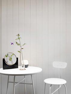 Das dänische Königshaus als Nachbarn, residiert der Hauptsitz von Menu in Fredensborg. Die Marke steht für innovative Produkte, die in Sachen Qualität kompromisslos sind. Die Entwicklung und Formgebung ist fest in skandinavischer Design-Tradition verwurzelt. Wohnaccessoires wie Möbel bieten Design für Anspruchsvolle: Eine klare Formensprache und hochwertige Verarbeitung machen Menu-Produkte zu begehrten Einrichtungsgegenständen oder Geschenken für Designliebhaber.