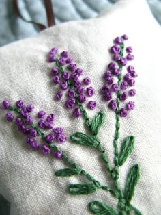 French Knot Embroidery, Silk Ribbon Embroidery, Embroidery Art, Cross Stitch Embroidery, Embroidery Patterns, Japanese Embroidery, Art Patterns, Flower Embroidery, Lavender Sachets