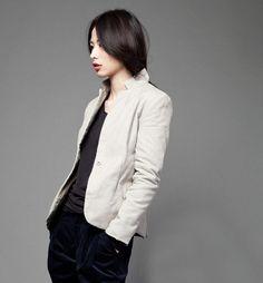 i not only want a blazer, i want a white blazer.
