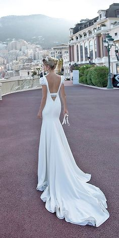 Alessandra Rinaudo Wedding Dresses 2017 / http://www.deerpearlflowers.com/wedding-dresses-we-love-for-2017/2/