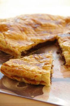 """""""Galette des rois chocolat et frangipane"""" Apple Pie, Yummy Food, Bread, Pains, Beignets, Tour, Cooking, Food Ideas, Cook"""