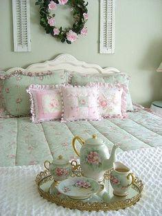 pastel pink and mint green ♥  ♥♥♥ ♔ ♥♥♥ Nice bed and breakfast scene