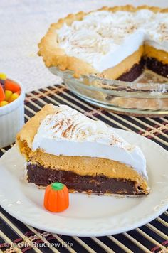 Pumpkin Cheesecake Brownie Pie - layers of pumpkin cheesecake, gooey brownie, and Cool Whip makes this pie recipe a hit with everyone. Awesome fall recipe!