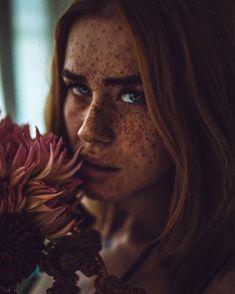 Ver esta foto do Instagram de @harisnukem • 4,297 curtidas Beautiful Freckles, Photo Composition, Wonderful Images, Eye Photography, Freckles Girl, Best Portraits, Female Images, Brunette Woman, Mannequin