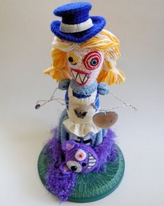 Fuente: http://www.etsy.com/listing/51063483/alice-in-wonderland-crocheted-art-doll?ref=sr_gallery_37_search_type=all_includes[0]=tags_search_query=crochet+alice+in+wonderland_page=2_facet=crochet+alice+in+wonderland_view_type=gallery