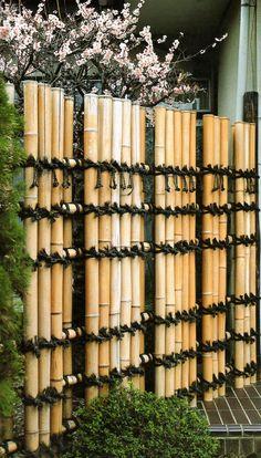Teppo-gaki fence.  鉄砲垣  eBook about Japanese bamboo fences