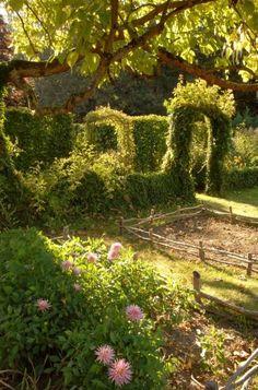 Charming Cottage Garden via GardenBeamFlower: potager~chateau de la verrerie