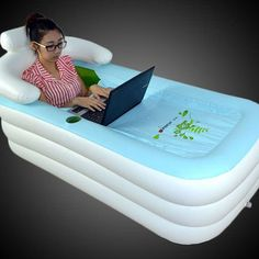 Una bañera inflable cubierta - A inflatable, covered bathtub that is about to take your Netflix binge to the next level.A inflatable, covered bathtub that is about to take your Netflix binge to the next level. Objet Wtf, My Pool, Kiddie Pool, Cool Inventions, Cool Things To Buy, Stuff To Buy, Interior Design Living Room, Life Hacks, Rv Hacks
