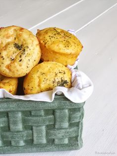 RECELANDIA: Muffins de cheddar y hierbas provenzales con relleno de queso crema