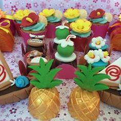 Festa Tema Moana. Encantada com as cores desse tema. Lindo de viver!!! ❤️❤️❤️❤️ #festamoana #moanaparty #moanakali #moanatheme #moana🌺 #Bombommodelado #modeladosperfeitos #festasrj #doceirarj #docescomamor #doceperfeicao #amofestasrj #docespersonalizados #docesexclusivos Moana Theme, Moana Party, Flamingo Party, Cake Pops, Birthday Cake, Instagram, Chocolates, Surf, Luau Party