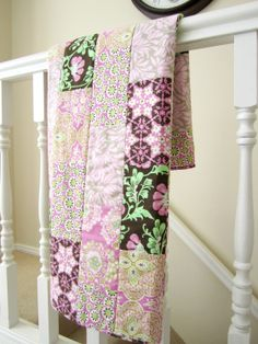 Pink Daisy Chain Baby Quilt by liltulip on Etsy, $150.00