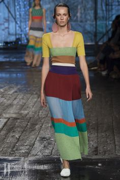 See all the Collection photos from Missoni Spring/Summer 2017 Ready-To-Wear now on British Vogue Fashion Week, Fashion 2017, Look Fashion, Runway Fashion, Fashion Show, Womens Fashion, Fashion Design, 70s Fashion, Fashion Pants
