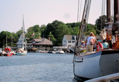 10 Prettiest Coastal Towns in New England.....the list is from Yankee Magazine....I quite agree
