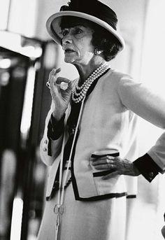 Ausstellungstipp: Mythos Chanel - http://blog.opus-fashion.com/ausstellungstipp-mythos-chanel/