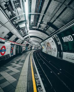 A London Tourist Guide. You Don't Need A Travel Agent To Pick A Great London Hotel. Read on to find out how to find an affordable place Old London, The Tube London, London Bank, Vintage London, London Transport, London Travel, London Photography, Urban Photography, Travel Photography