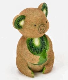 How cute are these animal sculptures that are made from fruits and vegetables! Creative animal made of fruits and vegetables that is very funny. Here are some of very creative vegetable carving works. L'art Du Fruit, Fruit Art, Fruit Cakes, Fruit Sculptures, Animal Sculptures, Fruits Decoration, Vegetable Animals, Fruit Creations, Food Art For Kids