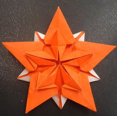 Sakura Star (Ali Bahmani) http://www.happyfolding.com/instructions-bahmani-sakura_star