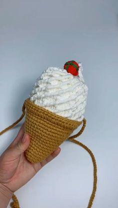 Diy Crochet Bag, Crochet Beach Bags, Crochet Market Bag, Crochet Mouse, Cute Crochet, Crochet Granny, Loom Knitting Patterns, Knitting Blogs, Knitting Tutorials