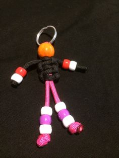 Paracord Buddy 550 Zipper Pull,also great for kids backpacks or use it as a keychain. This paracord buddy is 3 inches long. Vbs Crafts, Camping Crafts, Yarn Crafts, Bead Crafts, Paracord Keychain, Diy Keychain, Paracord Bracelets, Diy For Kids, Crafts For Kids