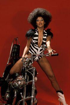 The true story of Betty Davis, the elusive funk queen who blazed the way Lps, Lady Gaga Before, 70s Funk, Afro, Miles Davis, Jimi Hendrix, 70s Fashion, Classic Fashion, Bohemian Fashion