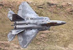 A banking USAF Lockheed-Martin F-22A Raptor