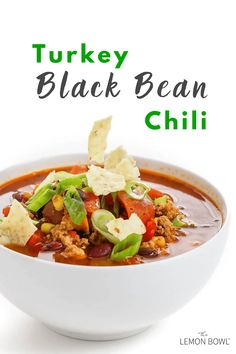 This protein-packed turkey black bean chili recipe is filled with sweet, smoky flavors and is sure to impress. This crowd pleaser is ideal for your next game day party or meal prep! Healthy Chili, Healthy Soup Recipes, Chili Recipes, Healthy Meals, Healthy Eating, Turkey Black Bean Chili Recipe, Meals Under 400 Calories, 300 Calories, Lebanese Lentil Soup