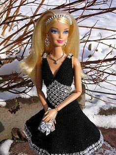 hanneton barbie crochet outfits qw /no pattern/ Barbie Knitting Patterns, Barbie Patterns, Doll Clothes Patterns, Crochet Patterns, Cute Crochet, Beautiful Crochet, Crochet Toys, Crochet Barbie Clothes, Crochet Outfits