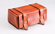 Leather Handmade travel Dopp Kit / Toiletry Case/ Toiletry Bag/Shaving Case...beautiful gift for dad or granddad! #fathersday