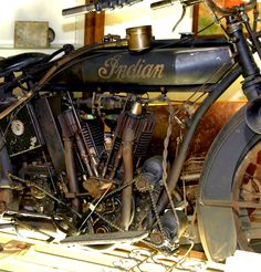 cool old Indian motorcycle w/ a electric start conversion? Triumph Motorcycles, Old School Motorcycles, British Motorcycles, Indian Motorbike, Vintage Indian Motorcycles, Antique Motorcycles, Vintage Cycles, Vintage Bikes, Mv Agusta