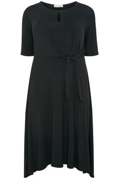 Shop bij Yours Clothing - YOURS LONDON Zwarte jurk met knoopdetail & cut-out. Ontdek grote maten mode in maten 44 – 64. Short Sleeve Dresses, Dresses With Sleeves, Plus Size Women, Wrap Dress, Spring Summer, Shirt Dress, Clothes For Women, Shirts, Woman
