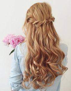 Gorgeous recreation of the Twist Back Hairstyle by the beautiful @lipskatron! Click to learn how Kat created this hairstyle with her Dirty Blonde Luxy Hair Extensions. Photo By: https://instagram.com/lipskatron/ #LuxyHairstyles #SummerHairstyles #WeddingHairstyles
