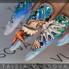 Морской дизайн ногтей с радужной втиркой Aurora Mirror