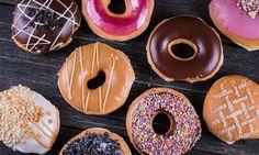 Te veel suiker eten kan leiden tot diabetes, overgewicht en gebitsproblemen. Het kan dus geen kwaad om de inname een beetje te beperken - en zo doe je dat.