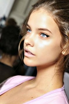 Modern variation on the cat eye, and still wearable day to day! Models - Barbara Palvin
