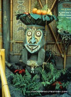 Rolly Crump Brings the 'Enchanted Tiki Room' to Life at the Tiki Oasis in San Diego this Weekend Disney Love, Disney Magic, Disney Art, Disney Family, Walt Disney, Vintage Tiki, Vintage Disney, Tiki Hut, Tiki Tiki