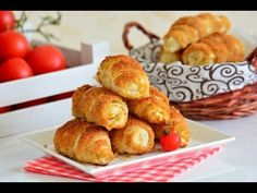 Gevouwen pasteitjes (Croissant-beignets) - Food & Drink The Most Delicious Desserts – Culture Trip Köstliche Desserts, Delicious Desserts, Dessert Recipes, Easy Healthy Recipes, Easy Meals, Turkish Recipes, Ethnic Recipes, Salty Snacks, Mini Cheesecakes