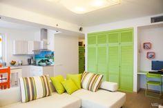 Двухкомнатная квартира в Москве с панорамными окнами, яркими деталями и атмосферой пляжа - Дизайн интерьеров | Идеи вашего дома | Lodgers