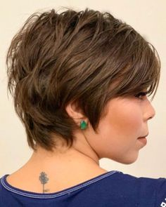 Short Hairstyle With Choppy Layers Thin Hair Cuts, Short Thin Hair, Short Hair Styles Easy, Short Hair With Layers, Choppy Layers, Curly Hair Styles, Short Shag Hairstyles, Short Layered Haircuts, Bob Hairstyles For Fine Hair