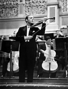 Jascha Heifetz during concert, cellists play behind him, Alfred Eisenstaedt Jascha Heifetz, Times Square, Bass, Fritz, Famous Musicians, Photographs Of People, New York, Ballet, Great Photographers