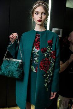 Dolce & Gabbana Fall-winter - Ready-to-Wear Floral Fashion, Trendy Fashion, Womens Fashion, Embroidery Fashion, Embroidery Dress, Hijab Fashion, Fashion Dresses, Iranian Women Fashion, Fashion Details